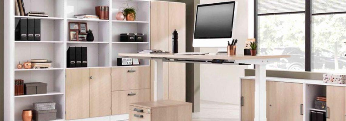 Posture au travail : les avantages des bureaux assis debout