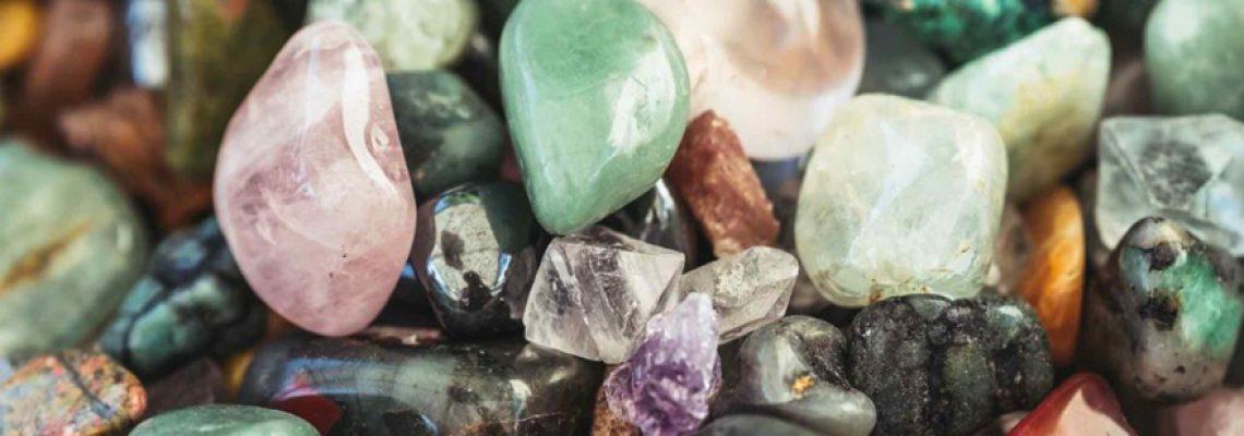 Lithothérapie : Comment utiliser et porter les pierres ?