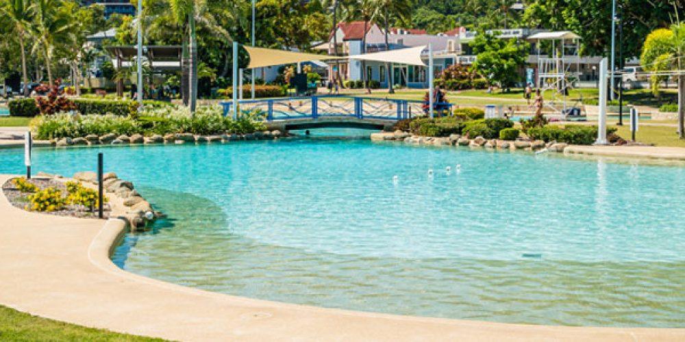Pourquoi opter pour une piscine avec plage en caoutchouc ?