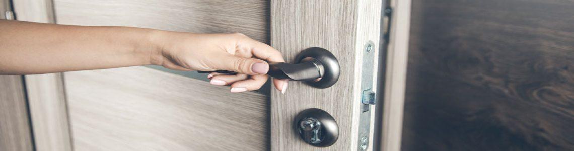 Porte d'entrée : pourquoi opter pour le PVC ?
